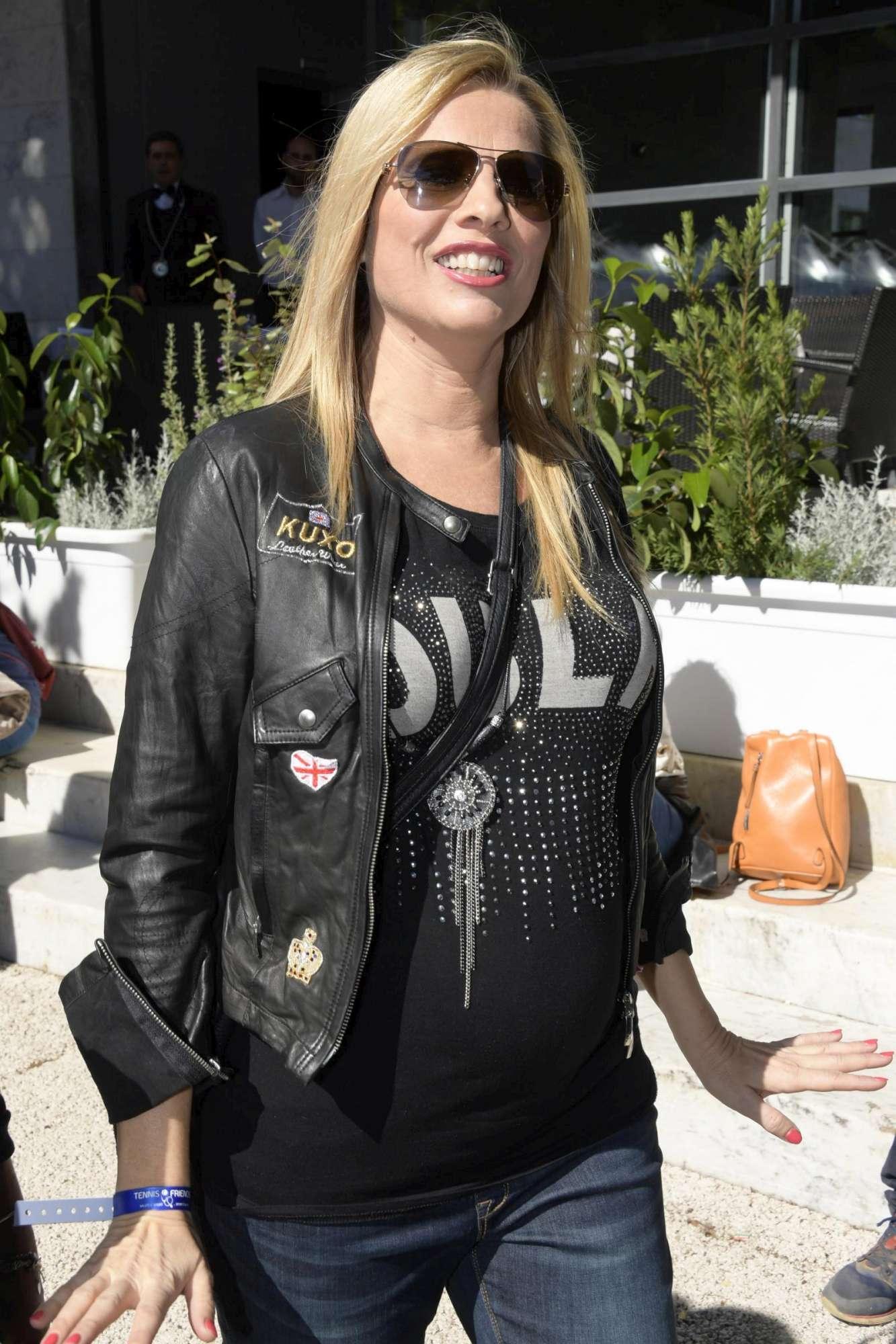 Laura Freddi mostra il pancione: tra pochi mesi avrà una bimba