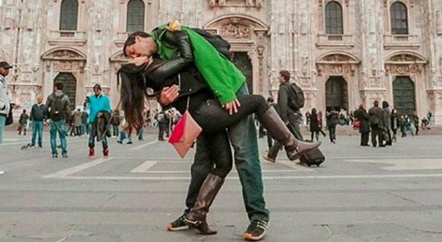 Rob e Joly innamorati a 13mila km di distanza: s'incontrano a metà strada per un bacio e una foto