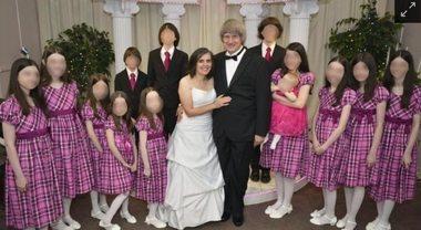 Tenevano i 13 figli incatenati ai letti e nel degrado. Casa degli orrori a Los Angeles, genitori arrestati