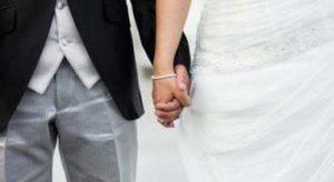 Scopre il tradimento del fidanzato il giorno prima delle nozze, la rivelazione choc sull'altare
