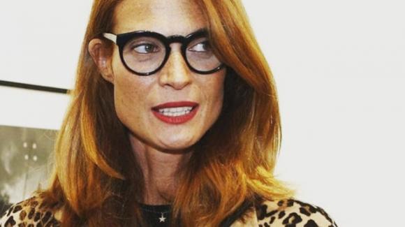 Jane Alexander preoccupata per il suo occhio: «Non guarisce»