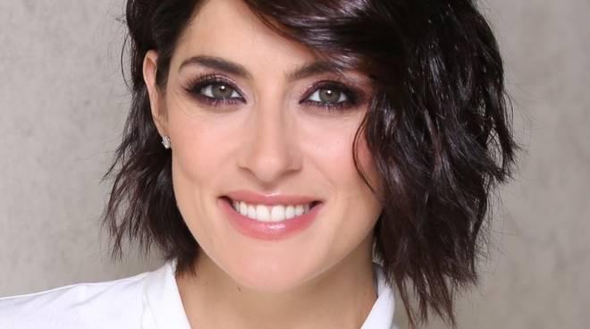 Elisa Isoardi, disavventura in autostrada: «Ma continuo a mantenere il sorriso»