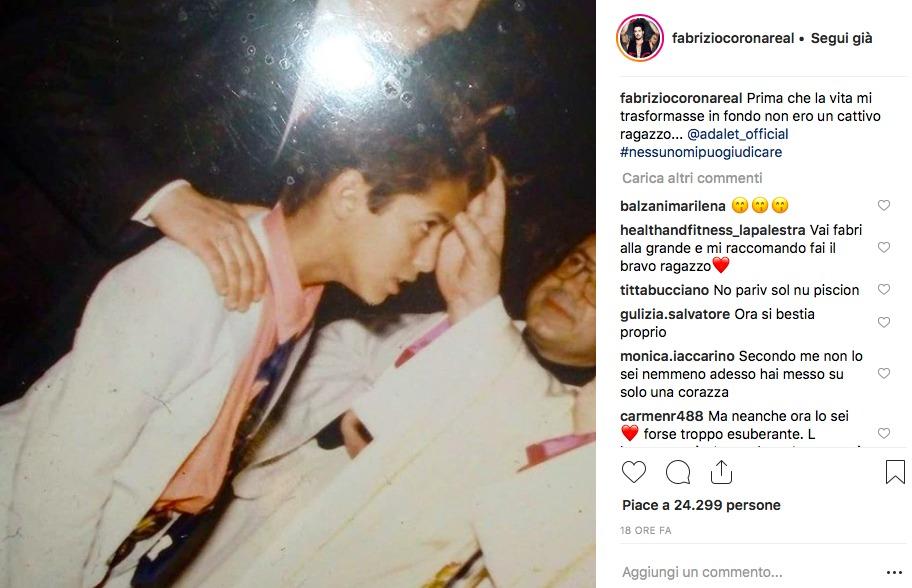 Corona, la foto della Prima Comunione commuove i fan: «Prima che la vita mi trasformasse, non ero cattivo»