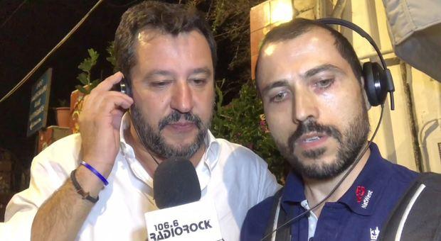 """Matteo Salvini canta """"Come mai� di Max Pezzali, e lancia una provocazione a Di Maio «Ci vediamo al San Paolo»"""