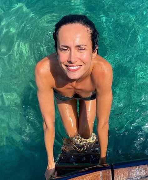 Michela Coppa yoga sexy al tramonto