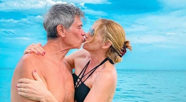Lorella Cuccarini, 29 anni di matrimonio con Silvio Testi. La figlia: «Siete i più belli di tutti»