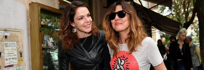 """L'ira di Claudia Gerini: """"Non sono lesbica, basta illazioni su di me"""""""