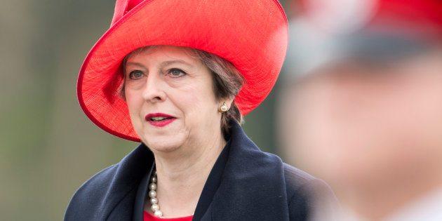 Theresa May annuncia elezioni anticipate l'8 giugno