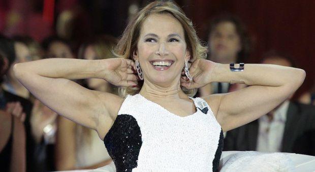 """Barbara d'Urso, prima serata e doppio amore: """"Felicemente single, testa solo per il lavoro"""""""
