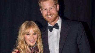 """""""Il Principe e la showgirl"""", Harry a braccetto con Kylie Minogue alla serata del Magazine Gay Attitude"""