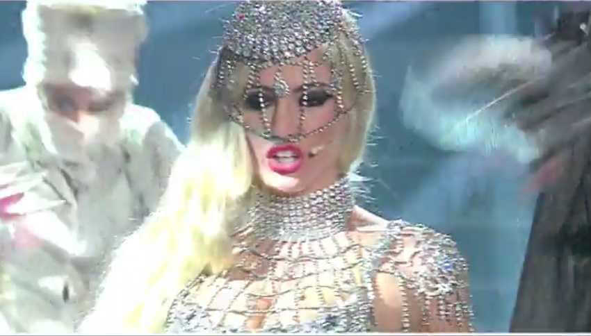 Alessia Macari imita Lady Gaga a Tale e Quale Show: piovono insulti