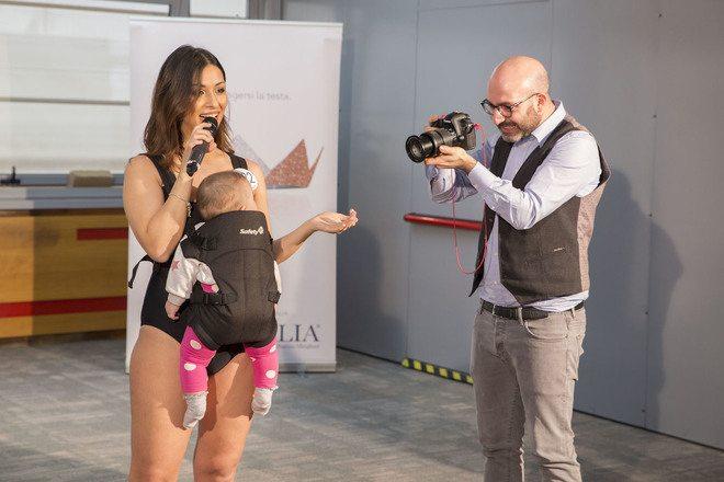 Miss Italia: si presenta alla giuria con la figlia in braccio. La neo-mamma di Taranto vola in finale a Saint Vincent