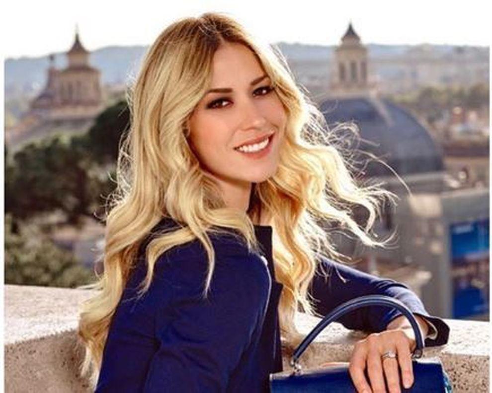 Elena Santarelli torna a posare sui social
