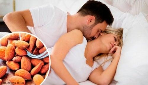 Sesso, le mandorle e le noci come il Viagra: ecco perché sono alleate del desiderio