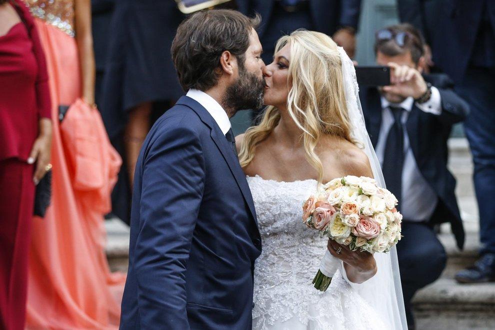 Eleonora Daniele si è sposata: il matrimonio con Giulio Tassoni dopo 16 anni di fidanzamento. E Al Bano canta l'Ave Maria