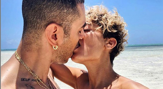 Elodie e Marracash, ecco il bacio ufficiale su Instagram e il commento di Belen