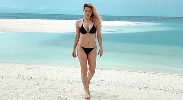 Michelle Hunziker alle Maldive. Fan: «Noi qui con l'angoscia del Coronavirus». Lei reagisce così