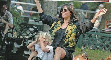 Caterina Balivo, mamma sprint col figlio Guido Alberto e la piccola Cora al parco