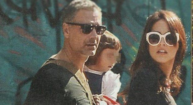 """Raoul Bova e Rocio Morales a spasso con Luna: """"Per la piccola vedo alcuni fratellini"""""""