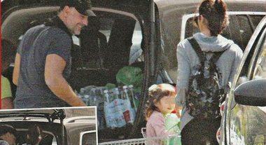 Raoul Bova e Rocio Morales, spesa al supermercato con la figlia Luna