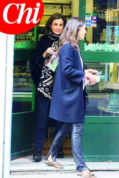 La Regina di Spagna fa shopping in incognito e senza scorta