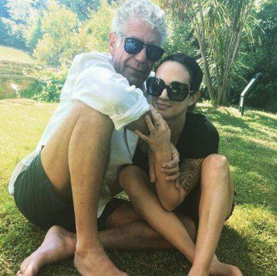 Asia Argento abbracci social con Anthony Bourdain