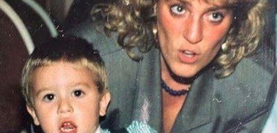 La mamma di Fedez è uguale a Lady Diana fan in delirio
