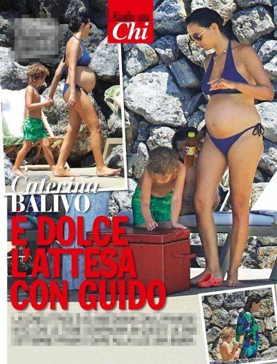 Caterina Balivo mostra il suo pancione in bikini
