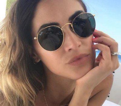 Melissa Satta una sirenetta in spiaggia