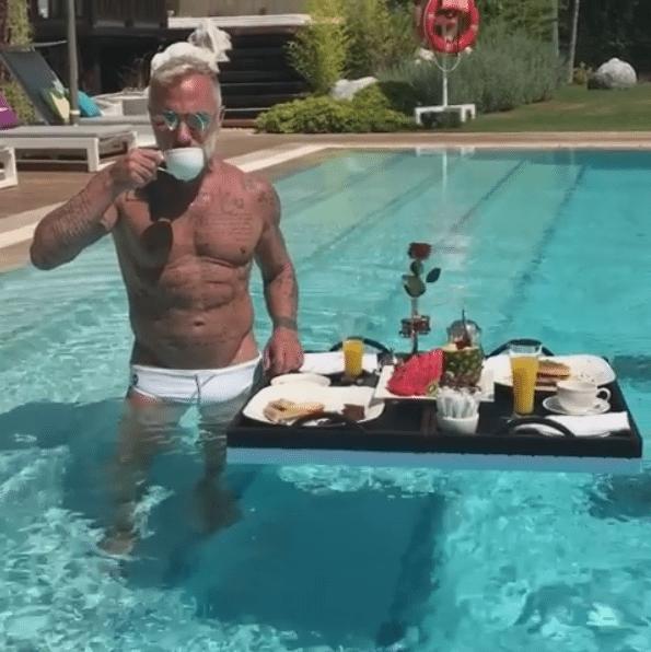 Gianluca Vacchi colazione di lusso nella casa di Miami