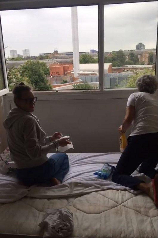 Federica Pellegrini pulizie di casa a Londra per il fratello