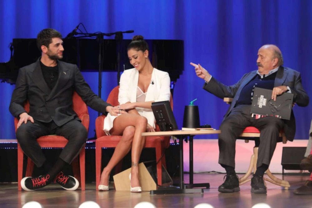 Belen al Maurizio Costanzo Show look esagerato