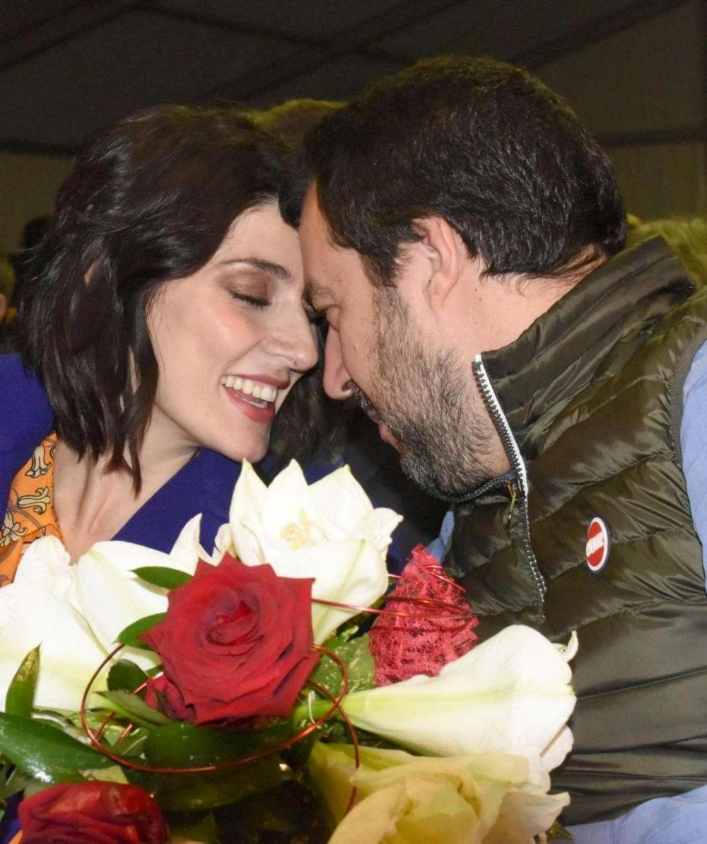Elisa Isoardi e Matteo Salvini insieme alla fiera del porro