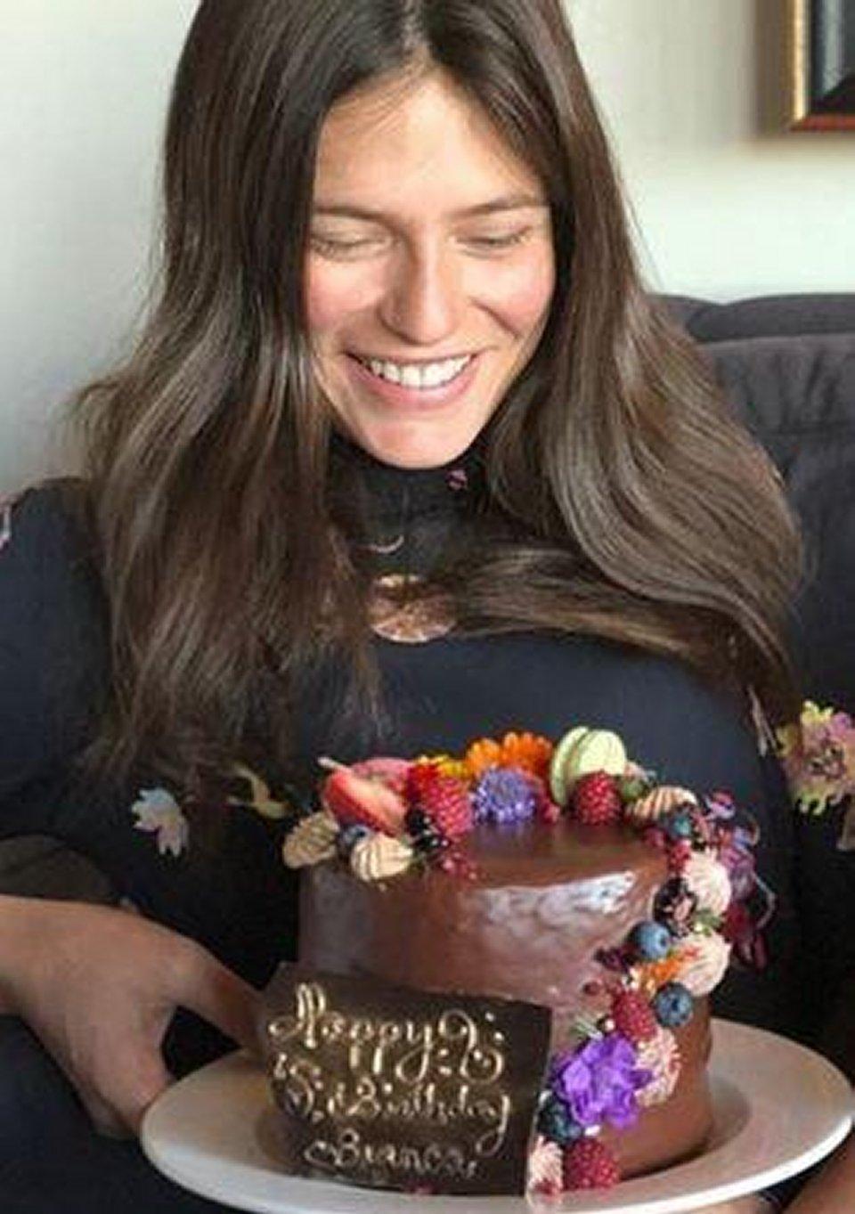 Bianca Balti festeggia il suo compleanno con un'uomo misterioso