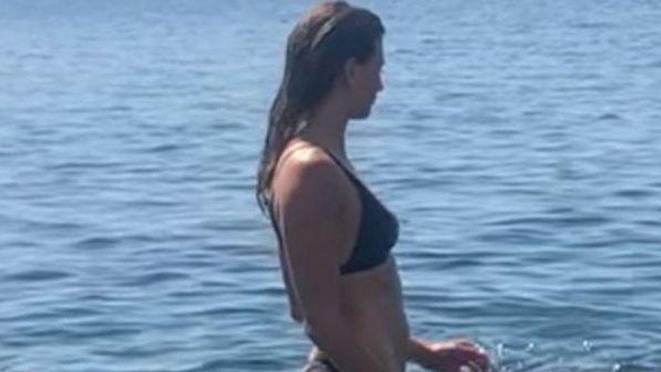 Carolina Marcialis ecco il primo bagno di stagione