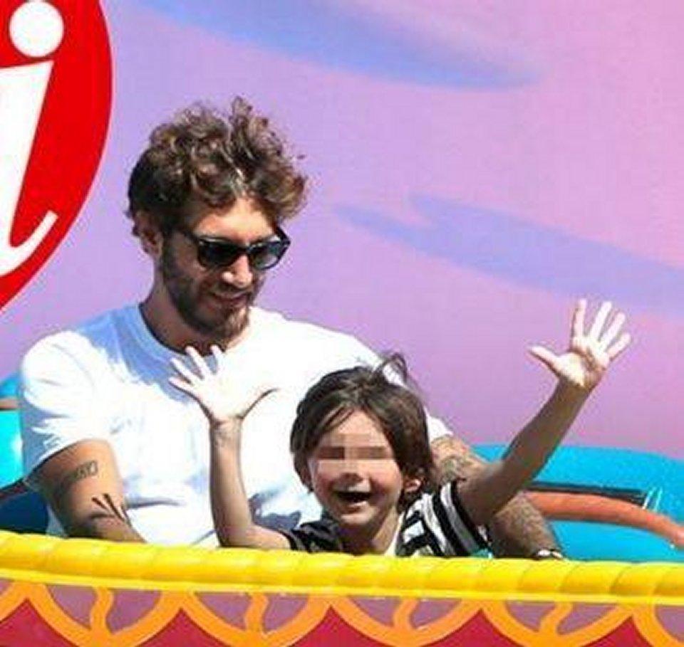 Stefano De Martino a Disneyland Paris con Santiago