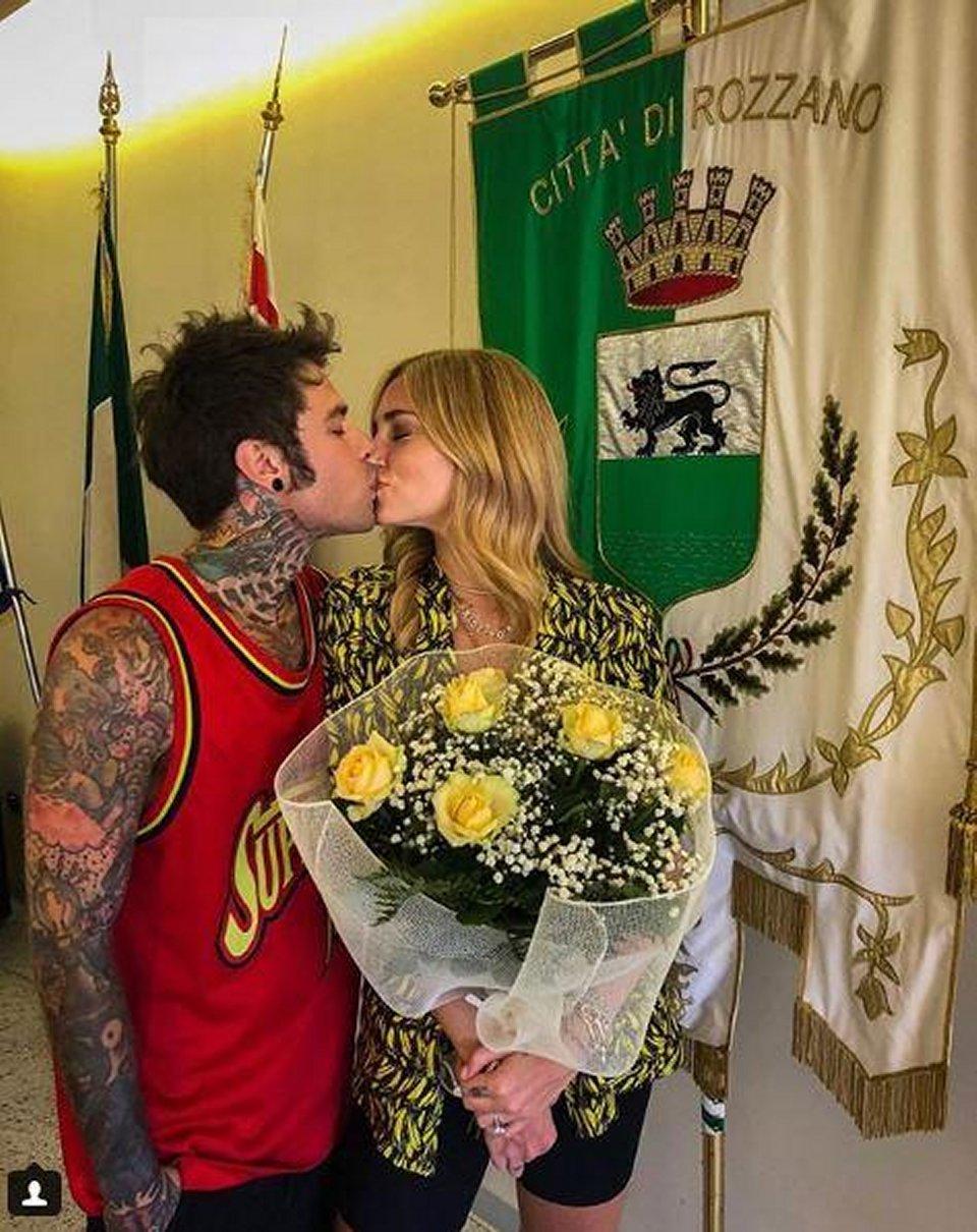 Fedez e Chiara Ferragni sposi al comune di Rozzano