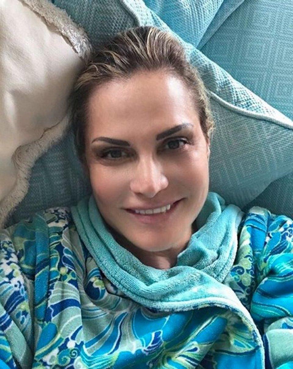 Simona Ventura selfie su Instagram arrivano le critiche