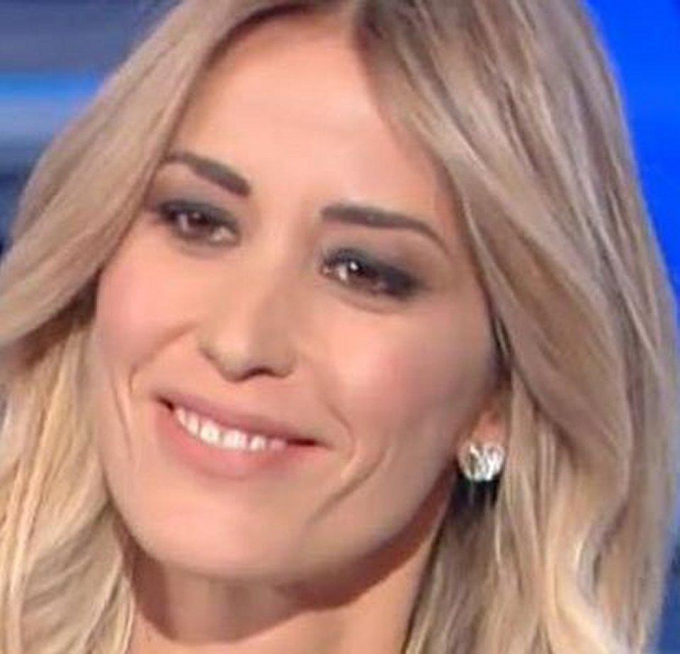 Elena Santarelli si è presa una pausa dai social