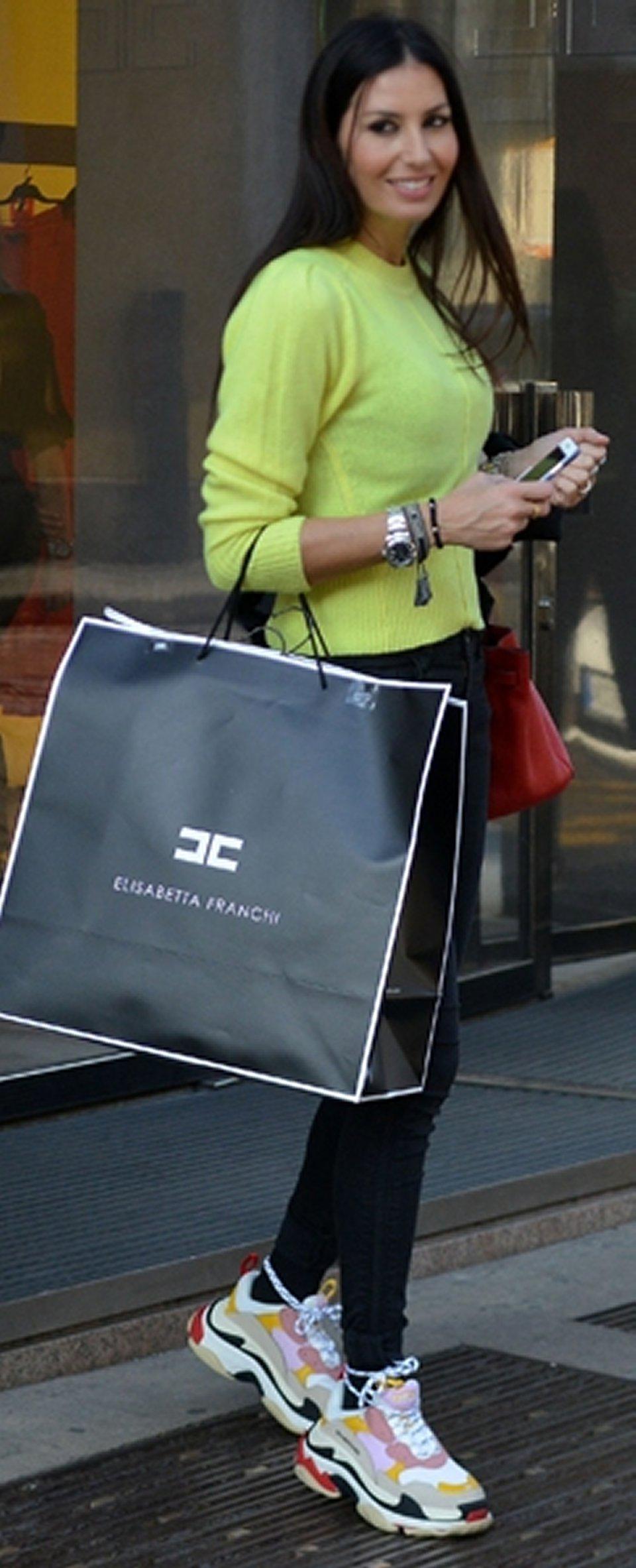 Elisabetta Gregoraci look super costoso per fare shopping
