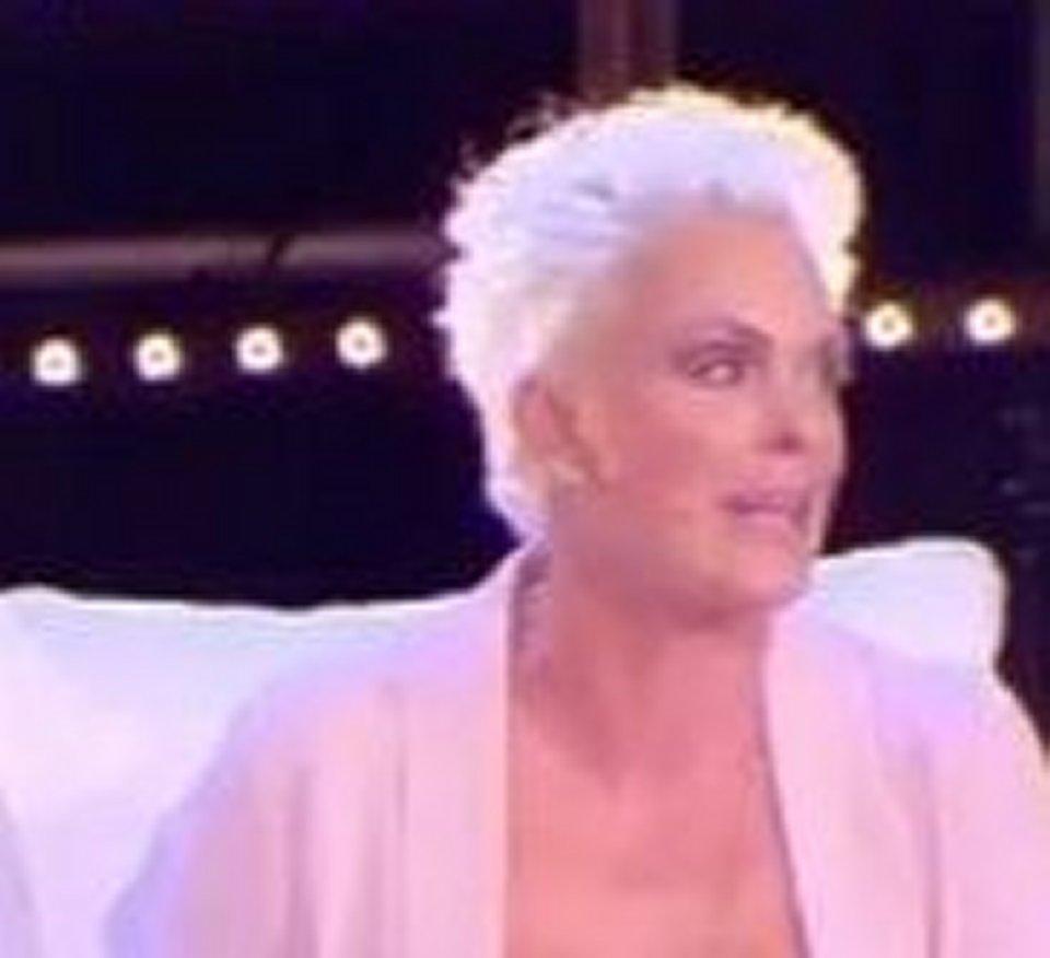 Brigitte Nielsen presenta la figlia Frida a Live non è la D'Urso