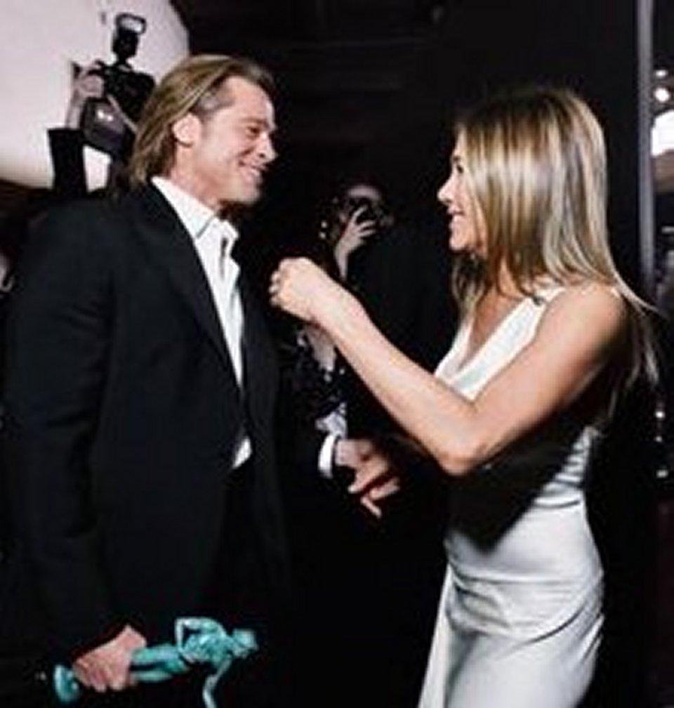 Brad Pitt e Jennifer Aniston di nuovo insieme fan in delirio