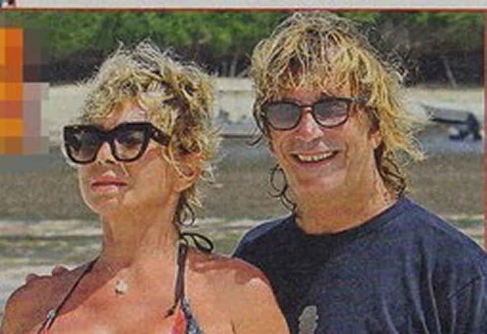 Carmen Russo relax al mare con Enzo Paolo Turchi