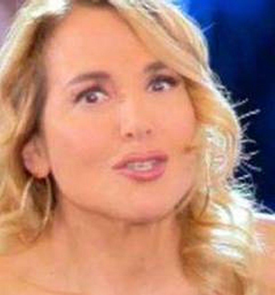 Bufera mediatica per Barbara D'Urso dopo la preghiera con Matteo Salvini