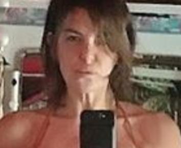 Alba Parietti posta un selfie in costume da bagno è in splendida forma fisica