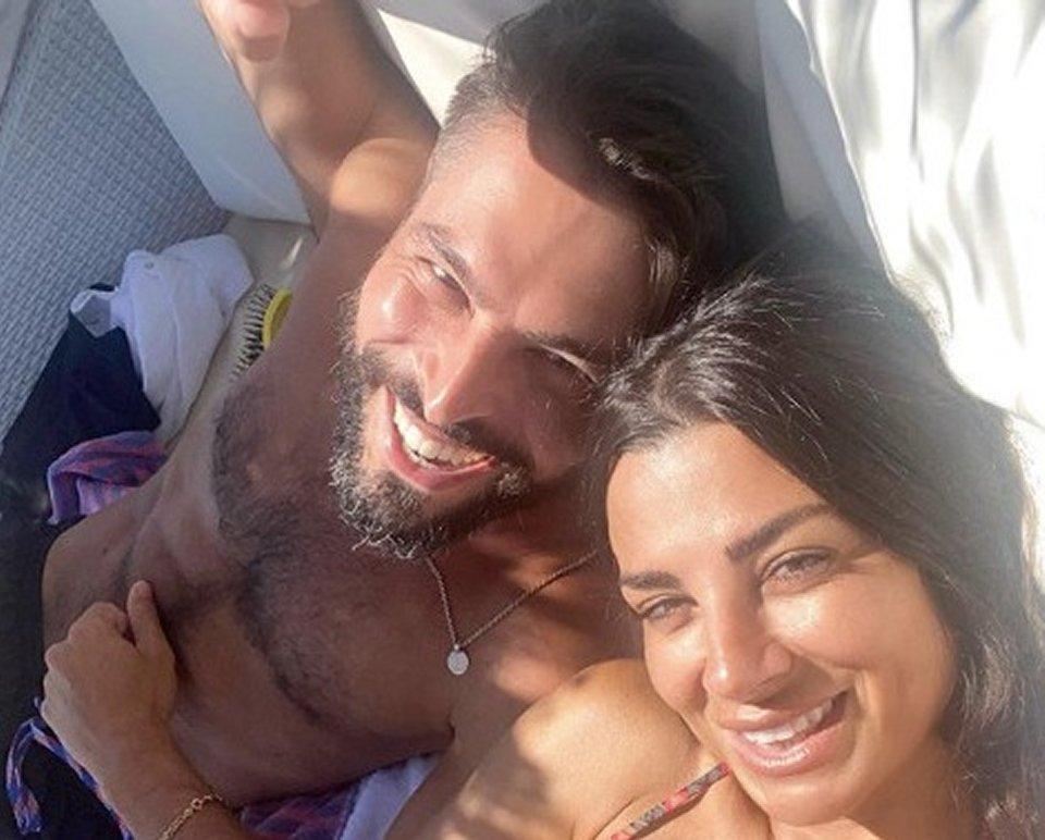 Serena Enardu scatena gli haters dopo la foto postata con un altro uomo