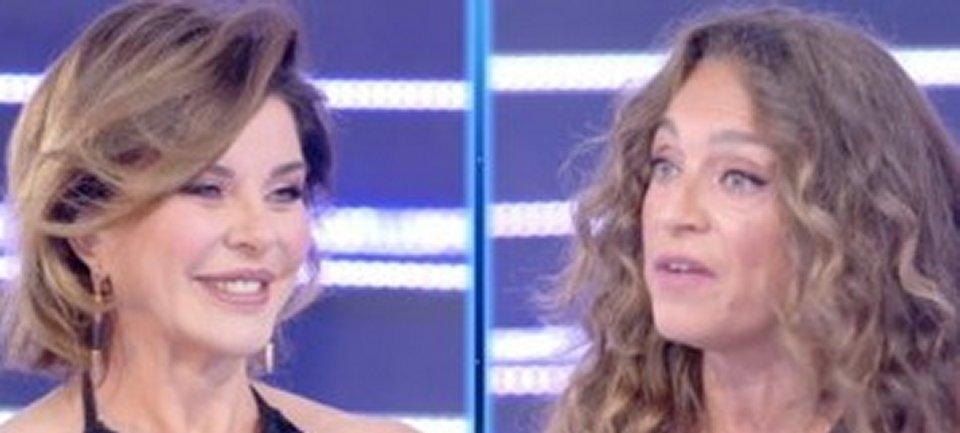 Live Non è la D'Urso è scontro tra Alba Parietti e Caterina Collovati per una foto di Arisa