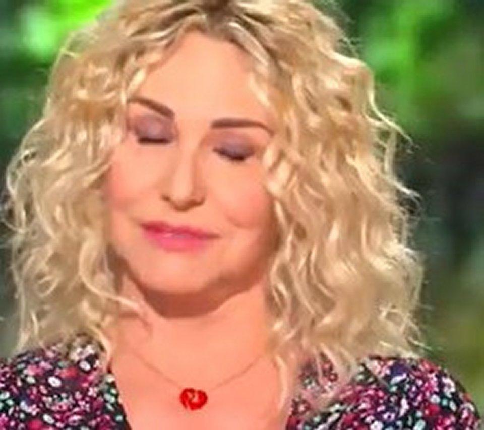 Antonella Clerici si emoziona in diretta e torna in tv con un nuovo programma