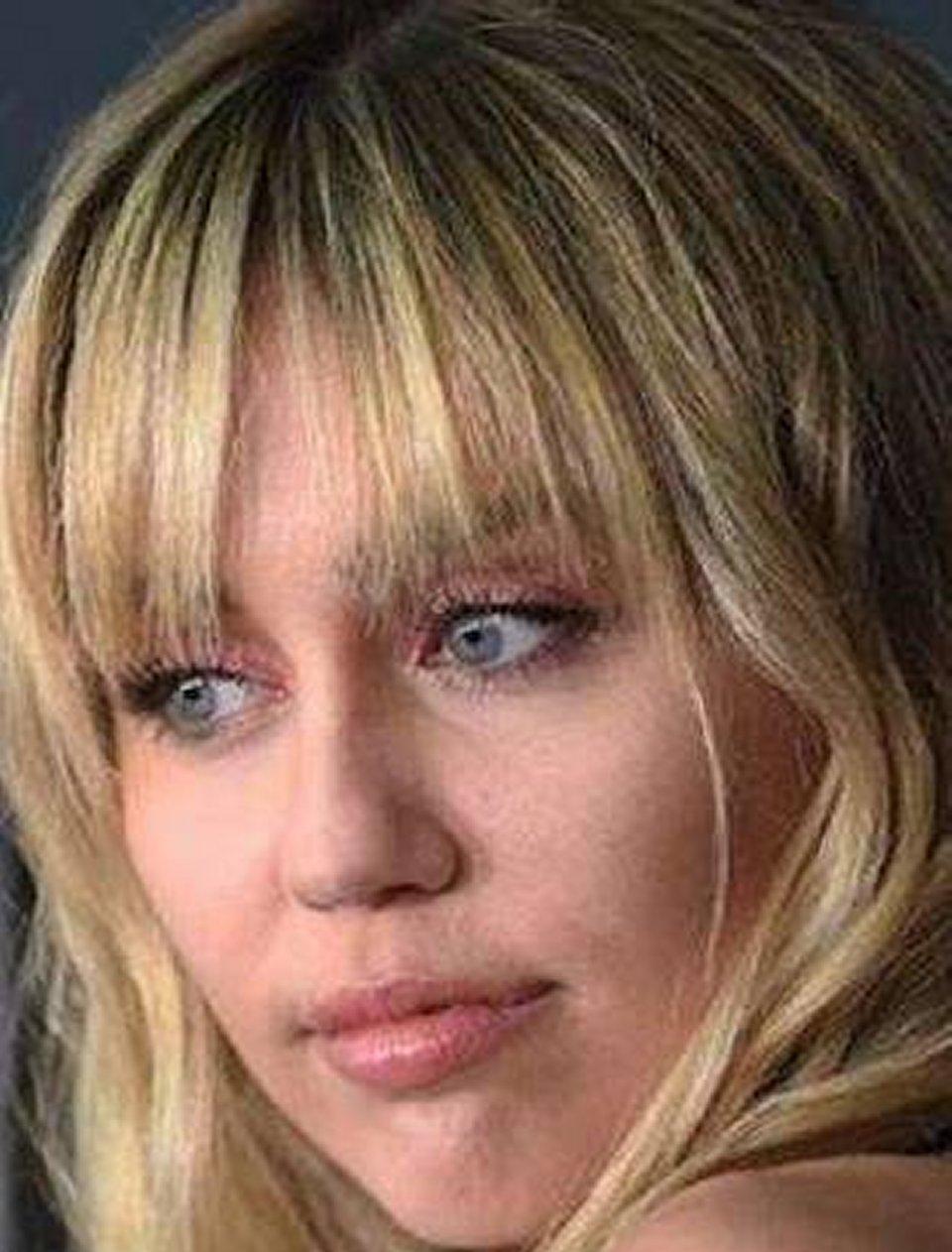 Miley Cyrus incontri ravvicinati con gli Ufo mi fissavano