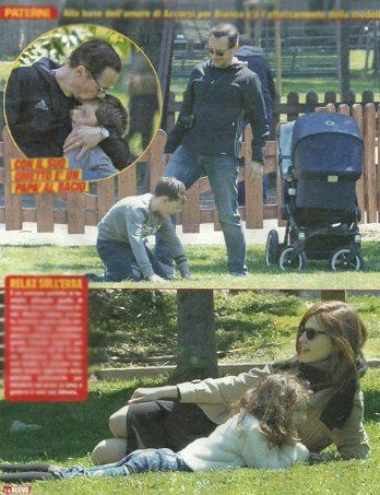 Stefano Accorsi e la famiglia allargata: al parco con Bianca e i figli Lorenzo Ahena e Orlando